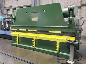 320 Ton X 14 Accurpress Press Brake With Nice Tooling Package