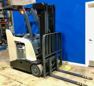 2012 Crown Narrow Aisle Electric Forklift 3 000 Lb Capacity With 84 190 H