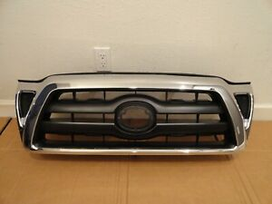 2005 2011 Toyota Tacoma Chrome Black Upper Grille P N 53100 04440