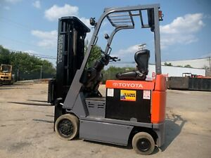 2013 Toyota Budget 3000lb Electric reconditioned Forklift 2 truckers Are Working