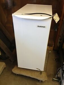 Scotsman 2313856a Air Cooled Undercounter Gourmet Cube Ice Machine Powers On S