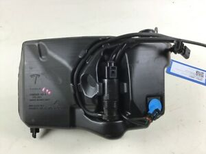 1096063 00 a Container Windshield Washer Tesla Model 3 5yj3 Ev Performance A