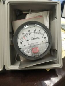 Dwyer Magnehelic Differential Pressure Guage