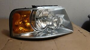 2003 2004 2005 2006 Headlight Right Front Ford Expedition Eddie Bauer Oem