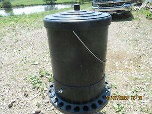 Koenders Poultry Feeder 100 Capacity With Cover Adjustable Feed Rate
