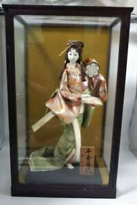 Vintage Japanese Geisha Doll In Kimono 17 45cm Wooden Base In Glass Case 21