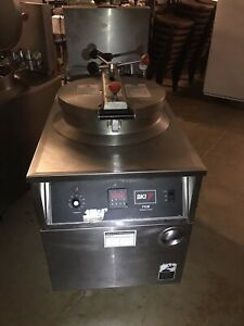 Bki Commercial Pressure Fryer Fkm f 208v 3p Chicken Fryer