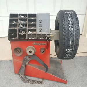 Snap On Tire Wheel Balancer All Adapters And Tools Needed Lots Of Weights