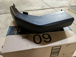 Land Rover Discovery 2 Rear Bumper Cover Trim Finisher Right Passenger 1999 2002