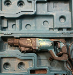 Makita hr2621 Corded Sds plus Rotary Hammer drill W Case