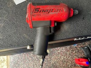 Snap On 1 2 Drive Heavy Duty Air Impact Gun Wrench Mg725 red Slightly Used