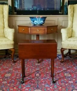 Williamsburg Style Mahogany Queen Anne Drop Leaf Tea Side Table