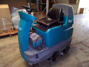 Tenant R14 Ride on Commercial Carpet Cleaner