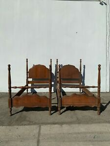 2 Twin Beds Antique Traditional Single Wood Frames Spindle Bedroom Headboard