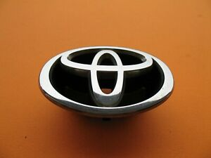 2001 2002 01 02 Toyota Corolla Front Grille Emblem Logo Badge Sign Used A13437