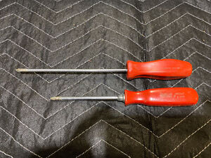 Snap on Tools Red Hard Handle Phillips Tip Screwdriver Lot Of 2 Sddp61 Ssd242