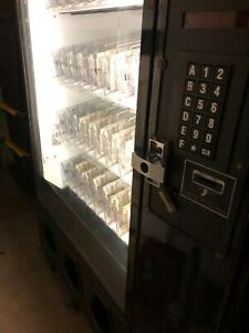 Ice cold Dixie narco 40 selection Glass Front Soda Drinks Vending Machine