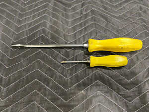 Snap On Tools Pair Of Yellow Handle Screwdrivers Flat Tip Phillips Head Usa