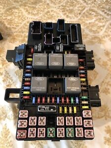 Ford Expedition And Lincoln Navigator Fuse Relay Box 2003 2004 2005 2006 Used