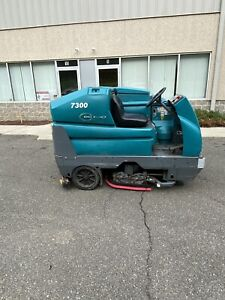 2014 Tennant 7300 40 Ride On Floor Scrubber