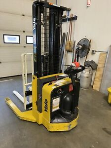 2017 Yale Walkie Stacker Walk Behind Forklift Straddle Lift Only 13 Hours