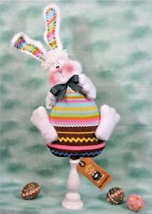 Primitive Easter Bunny On Chocolate Egg Pattern 244