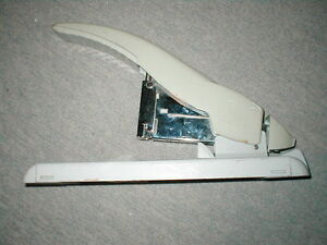 Swingline 390 Heavy duty Stapler 1 4 To 3 4 Staples Office Copy Mailroom