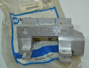 Miller Welder Swingarc Du Gun feeder Adapter Housing Part 080403