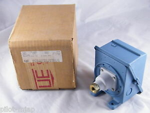United Electric Pressure Control Switch Model 270 Type J402 New Open Box