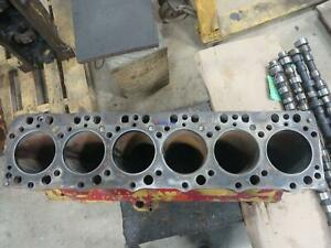International Ih Dt407 Engine Block Used 670000c2 Sleeves Broken On Top 6 Cyl