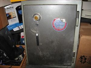 Sisco Floor Safe The Protector Model 1060 Combination Key Lock Secure