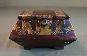 Very Fine Early 1900 20 S Korean Jewelry Pinewood Box W Beautiful Brass Deco