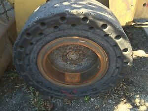 Solid Tires And Rims To Fit Caterpillar 914g