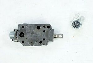 New 923355 Clark Fork Lift Valve Section
