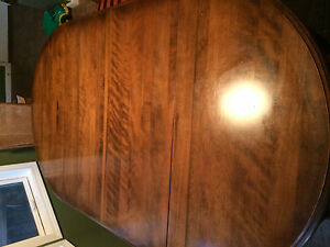 Solide Walnut Ethan Allen Dining Table And Four Chairs