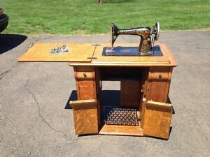 Fantastic Singer Drawing Room Cabinet Treadle Sewing Machine Red Eye