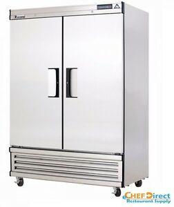 Everest Ebsr2 49 5 8 Two Section Solid Door Upright Reach in Refrigerator