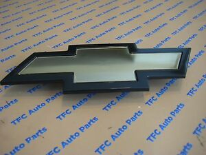 Chevy Express Van Grille Bow Tie Emblem Genuine Oem New 2003 2017