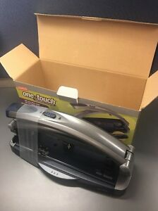 Staples One touch Adjustable 2 Or 3 hole Punch 40 Sheet Capacity 678950