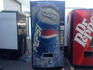 Vendo 475 9 Soda Vending Machine W bill Coin Accept Not Pretty But Runs Great