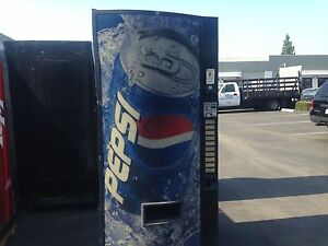 Vendo 570 10 Soda Vending Machine W coin Bill Accept Not Pretty But Runs Great