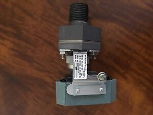 Mercoid Compact Oem Pressure Switch A1s o al 1 2 Series A1 New