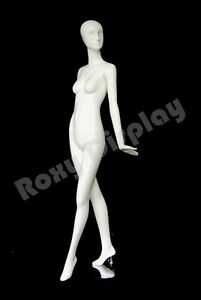 Female Fiberglass Glossy White Mannequin Eye Catching Abstract Style md xd10w