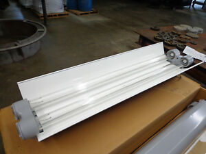 Appleton Type Efu Explosion Proof Fluorescent Light Fixture Ars240 118 esb