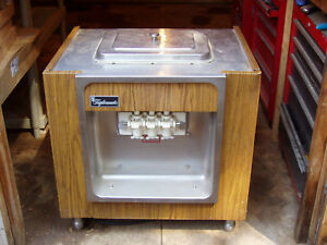 Soft Serve Machine Taylor Company Freezemaster Model Y162 27
