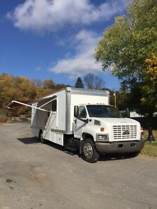 2003 Chevrolet 6500 37 Mobile Veterinary Animal Clinic 109k Miles 1308 Hours