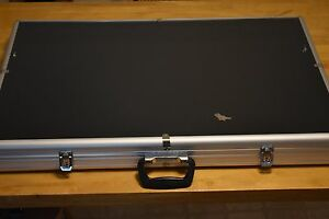 Large Portable Aluminum Showcase Display Case 34 In L X 22 In D X 3 In H