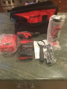 New Snap On Cdr8850h Lithium Hammer Drill 2 Batteries Charger Case And Light
