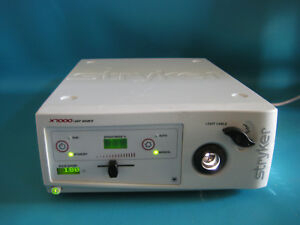 Stryker Endoscopy X7000 Light Source 220 190 000 With Bulb Hours 180