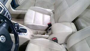 07 16 Vw Eos Front Console With Arm Rest